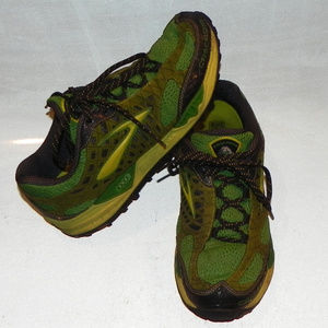 Brooks Cascadia Trail Runners, Green, Size 11